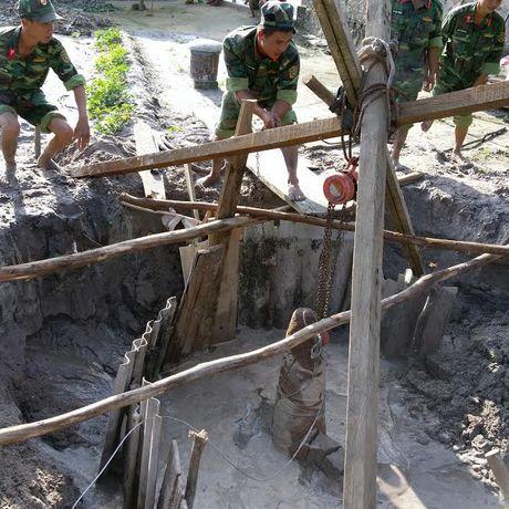 Phat hien bom 'khung', con nguyen kip no tai Ha Tinh - Anh 2