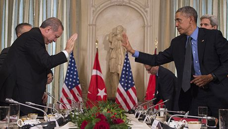 Ong Erdogan buon phien voi My chuyen Syria - Anh 1