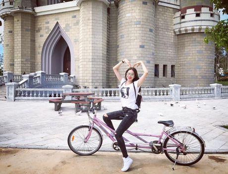 Phan ung cua Pham Huong khi bi che 'khong xung lam Hoa hau hoan vu' - Anh 5