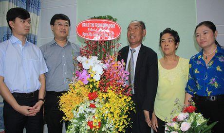 Bi thu thu nhat TU Doan tham hoi, chuc mung thay Nguyen Ngoc Ky - Anh 1