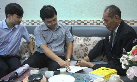 Bi thu thu nhat TU Doan tham hoi, chuc mung thay Nguyen Ngoc Ky - Anh 2