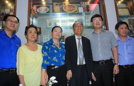 Bi thu thu nhat TU Doan tham hoi, chuc mung thay Nguyen Ngoc Ky - Anh 5