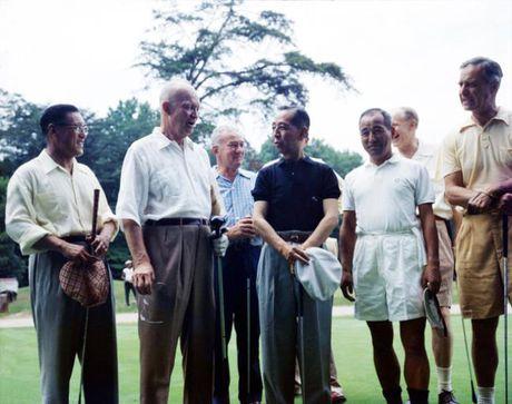 Thu tuong Nhat Ban 'quyen ru' Donald Trump bang ngoai giao san golf - Anh 2