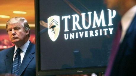 Ong Trump bat ngo chi 25 trieu USD de dan xep vu kien lua dao - Anh 1