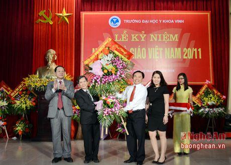 Lanh dao tinh chuc mung Truong Dai hoc Y khoa Vinh - Anh 1