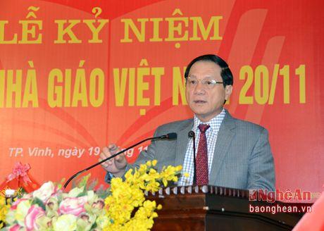 Lanh dao tinh chuc mung Truong Dai hoc Y khoa Vinh - Anh 3