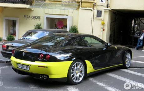 612 Scaglietti- sieu ngua thiet ke xau nhat cua Ferrari bat gap tren pho - Anh 3