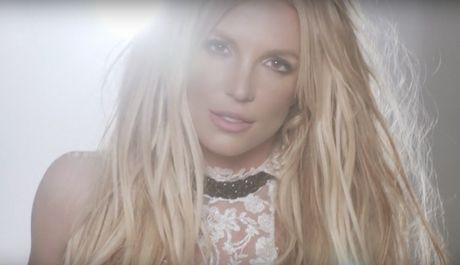 Britney co thuc su xinh dep hon voi mot… cat khoe mieng? - Anh 3