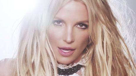 Britney co thuc su xinh dep hon voi mot… cat khoe mieng? - Anh 4