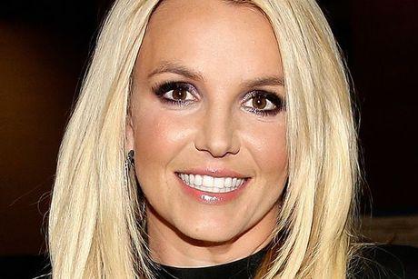 Britney co thuc su xinh dep hon voi mot… cat khoe mieng? - Anh 5