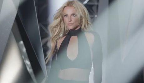 Britney co thuc su xinh dep hon voi mot… cat khoe mieng? - Anh 7