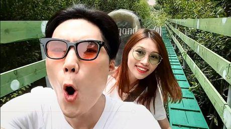 Neu ban dang doc than, dung xem clip ki niem 2 nam yeu nhau cua Quynh Chau - Quang Hung! - Anh 3