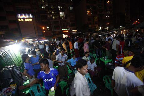 Xem M.U – Arsenal o Yangon: Ai bao nguoi Viet Nam yeu bong da nhat the gioi? - Anh 10