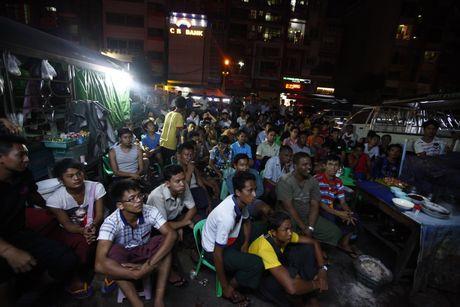 Xem M.U – Arsenal o Yangon: Ai bao nguoi Viet Nam yeu bong da nhat the gioi? - Anh 2