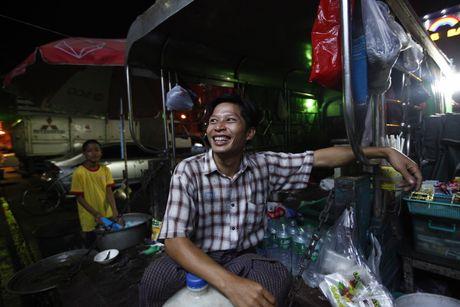 Xem M.U – Arsenal o Yangon: Ai bao nguoi Viet Nam yeu bong da nhat the gioi? - Anh 4