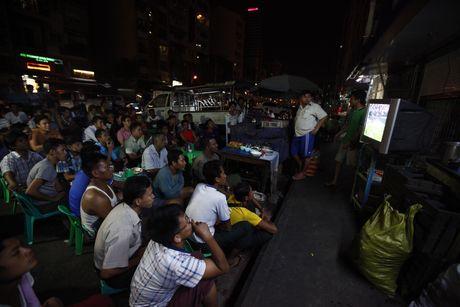 Xem M.U – Arsenal o Yangon: Ai bao nguoi Viet Nam yeu bong da nhat the gioi? - Anh 6