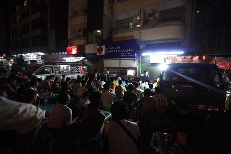 Xem M.U – Arsenal o Yangon: Ai bao nguoi Viet Nam yeu bong da nhat the gioi? - Anh 8