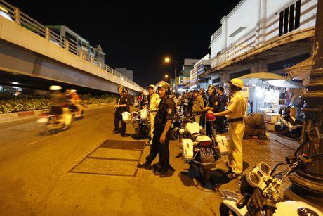 CSGT kiem tra hanh chinh cac loai xe o Sai Gon tu 0 gio sang - Anh 1