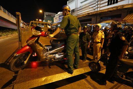 CSGT kiem tra hanh chinh cac loai xe o Sai Gon tu 0 gio sang - Anh 3