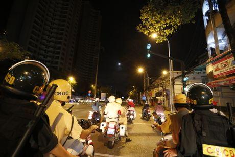CSGT kiem tra hanh chinh cac loai xe o Sai Gon tu 0 gio sang - Anh 6