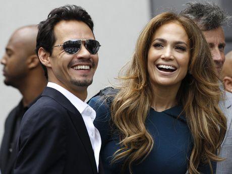 Jennifer Lopez khoa moi chong cu tren san khau tai hop - Anh 2