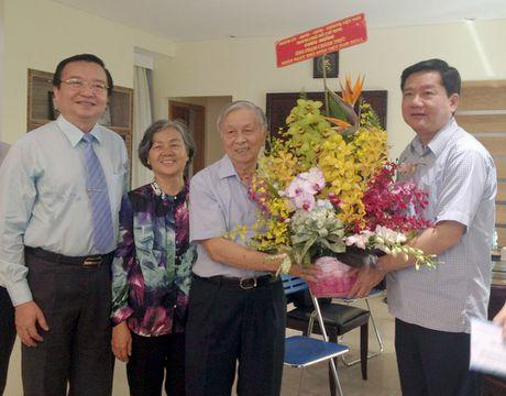 Bi thu Dinh La Thang: Day manh phat trien co ban, toan dien ve GD-DT o TP.HCM - Anh 1