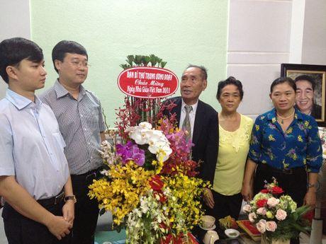 Bi thu thu nhat T.U Doan Le Quoc Phong tham nha giao uu tu Nguyen Ngoc Ky - Anh 1