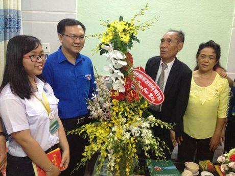 Bi thu thu nhat T.U Doan Le Quoc Phong tham nha giao uu tu Nguyen Ngoc Ky - Anh 3