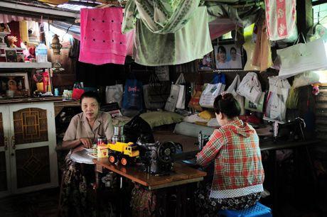 Chuyen ve gia dinh tho may yeu bong da o Yangon - Anh 2