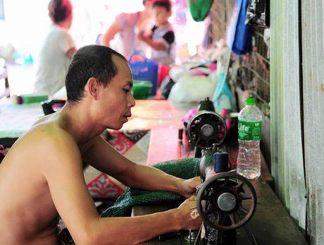 Chuyen ve gia dinh tho may yeu bong da o Yangon - Anh 3