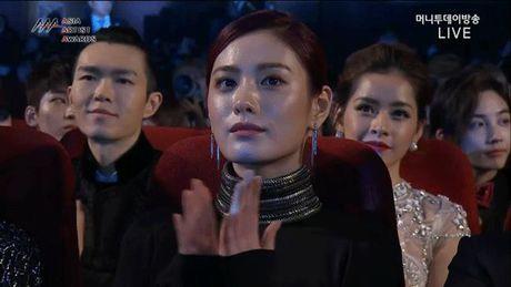 Ve goi cam cua sao Han xuat hien cung khung hinh voi Chi Pu - Anh 1