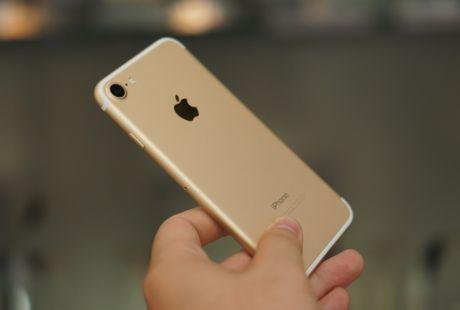 Apple co tinh han che hieu nang iPhone 7 - Anh 1