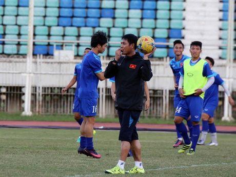 700 CDV Viet Nam 'tiep lua' cho thay, tro HLV Huu Thang tai Yangon - Anh 1