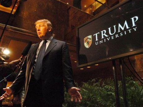 Ong Trump phai boi thuong 25 trieu USD trong vu kien Dai hoc Trump - Anh 1