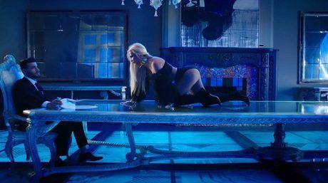 Britney Spears hoang da trong MV 'Slumber Party' moi ra mat - Anh 1