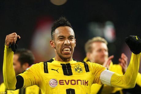 Aubameyang lap cong giup Dortmund danh bai Bayern Munich - Anh 1