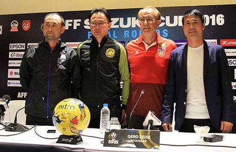 HLV Huu Thang phat bieu cam nghi truoc tran khai man AFF Cup 2016 - Anh 1