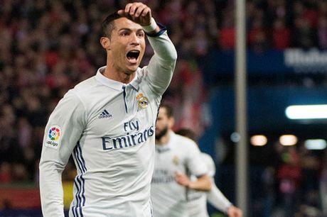 Clip Ronaldo lap hat-trick giup Real 'nhan chim' Atletico - Anh 1