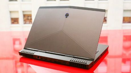 Alienware 13 R3 (OLED): Laptop choi game tich hop cong nghe thuc te ao VR - Anh 3