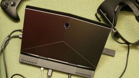 Alienware 13 R3 (OLED): Laptop choi game tich hop cong nghe thuc te ao VR - Anh 5