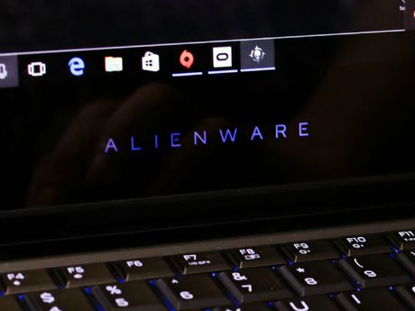 Alienware 13 R3 (OLED): Laptop choi game tich hop cong nghe thuc te ao VR - Anh 6