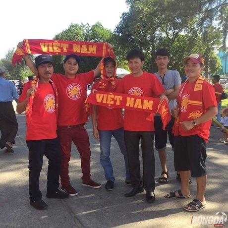 Fan Myanmar hung huc khi the xem tran Viet Nam - Anh 10