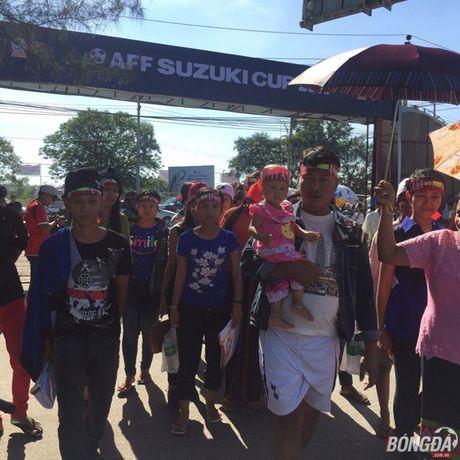 Fan Myanmar hung huc khi the xem tran Viet Nam - Anh 3