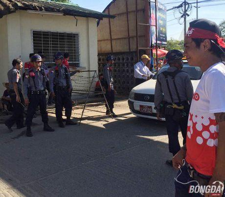Fan Myanmar hung huc khi the xem tran Viet Nam - Anh 6