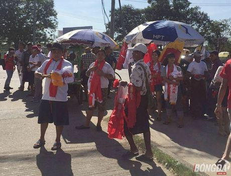 Fan Myanmar hung huc khi the xem tran Viet Nam - Anh 7