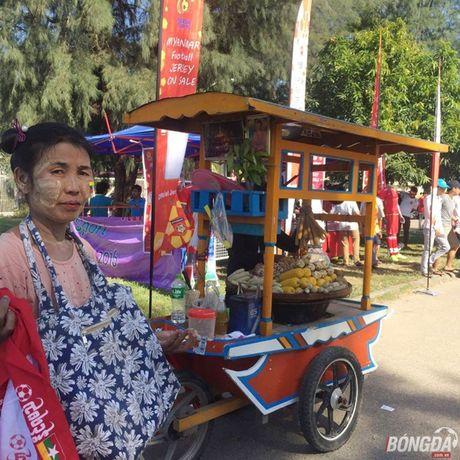 Fan Myanmar hung huc khi the xem tran Viet Nam - Anh 8