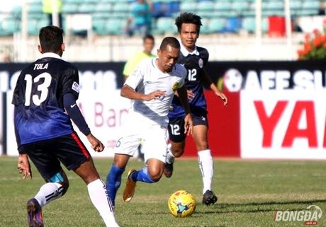 Mot minh 'Messi Campuchia' khong the danh bai Malaysia - Anh 2
