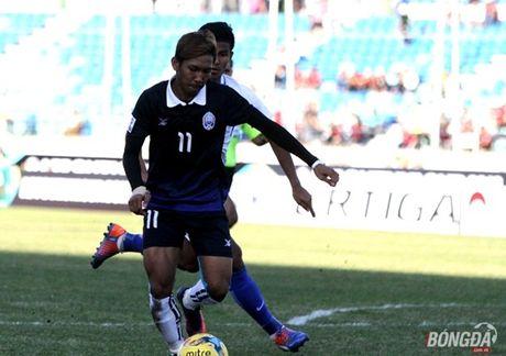Trong tai be co gay tranh cai ban thang cua 'Messi Campuchia' - Anh 1