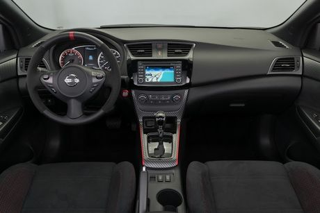 Nissan Sentra Nismo gia re co gi de 'dau' Honda Civic Si? - Anh 4