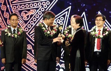 Dai bieu Quoc hoi Nguyen Anh Tri gianh Giai nhat Nhan tai Dat Viet - Anh 1